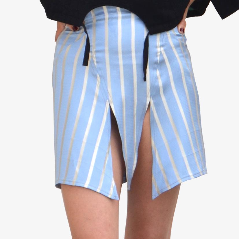 Jupe courte taille haute à découpes
