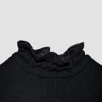 Pull court noir en sergé de laine